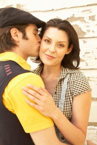 Kadınların yüzde 15'i sadece erkek arkadaşlarının kötü öpüşme yeteneği nedeni ile onlardan ayrılmaya hazır olduklarını söylüyor.  Kadınlar, öpüşmede erkeklerin dili zayıf olduğunda bundan nefret ediyor.